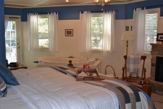 Anchor Inn on the Lake Bed and Breakfast